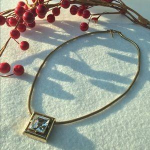 Avon vintage diamond necklace 🌟